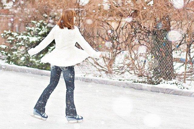 Kobieta na lodowisku