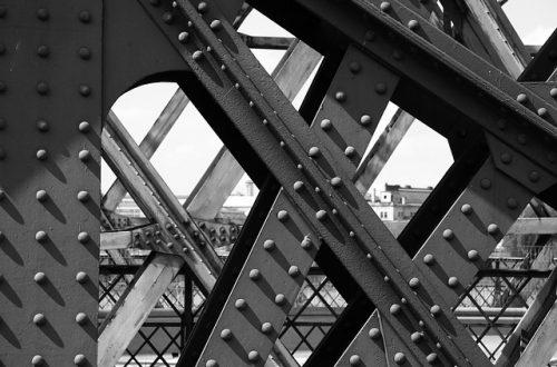 Nity w moście