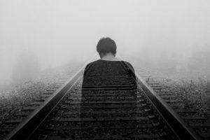 Duch mężczyzny na torach kolejowych